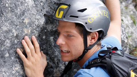 Giorgio (Gabriele Rossi) will es nun allen beweisen: Er wird im Alleingang eine neue Route zur Sextner Nordwand begehen. Das ist äußerst riskant.