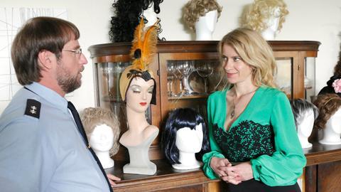 Sophie Haas (Caroline Peters, r.) und Dietmar Schäffer (Bjarne Mädel, l.) denken nicht daran, Marilyn noch einmal entwischen zu lassen.