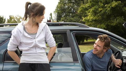 Die 15-jährige Mia (Katie Jarvis) verliebt sich in Connor (Michael Fassbender), den Freund ihrer Mutter.