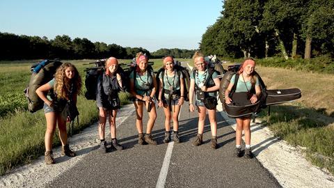 Sechs Pfadfindermädchen schlagen sich ohne Erwachsene 150 Kilometer durch Frankreich.
