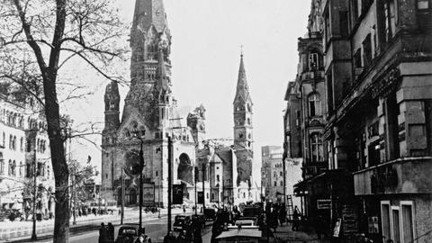 Kurfürstendamm mit Gedächtniskirche 1945.