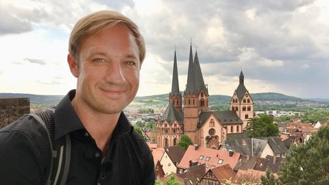 hr3-Moderator Tobias Kämmerer geht auf einen Städtetrip und entdeckt Gelnhausen.