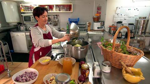 Christine Breyer von MaLi's Delices kennt sich mit vergessenen Früchten aus.