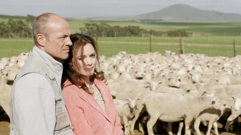 Bei dem Bio-Bauer Wolf Holländer (Heiner Lauterbach) findet die Geschäftsfrau Hanna Westphal (Maja Maranow) Wärme und Geborgenheit.