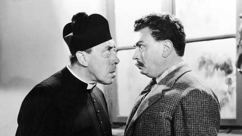 Immer auf Konfrontationskurs: Don Camillo (Fernandel, li.) und Peppone (Gino Cervi).