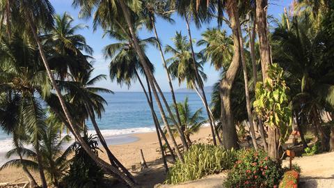 Strand an der costa-ricanischen Halbinsel Nicoya.
