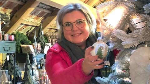 Daniela Riehl zeigt in Kreativ-Workshops, wie eine besondere festliche Weihnachtsdeko aussehen sollte.