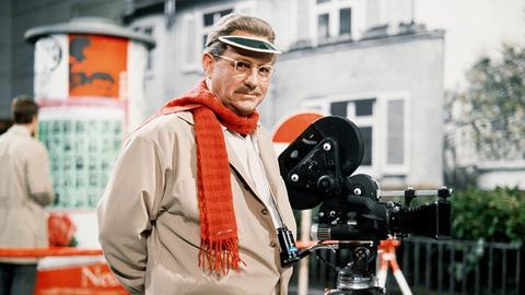 Herr Hesselbach (Wolf Schmidt) steigt ins Filmgeschäft ein.