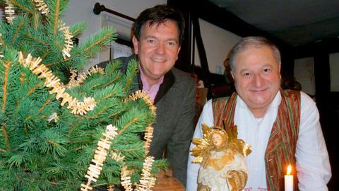 Moderator Kurt Lotz (links) zu Besuch bei Gerd Grein, einem Experten für hessische Volkskunde.