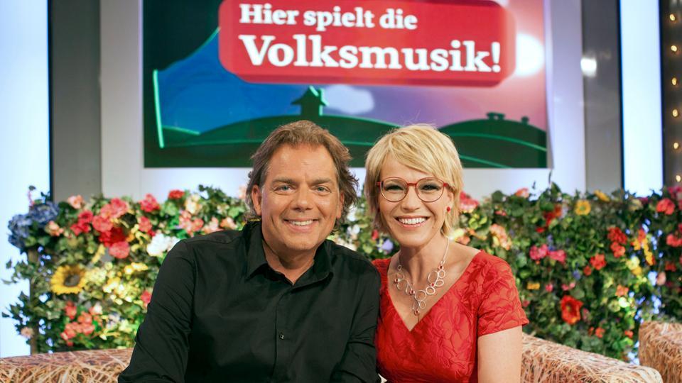 Die Moderatoren Andrea Ballschuh und Hubert Trenkwalder.