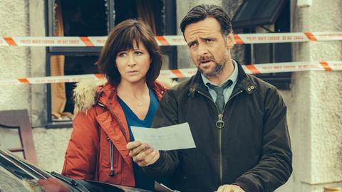 Wieder ein Team: Inspector Tom Mathias (Richard Harrington) und Kollegin Mared Rhys (Mali Harries).