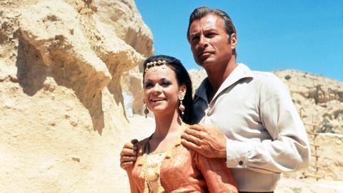 Der Schatz der Chaldäer befindet sich in einem Berg, der von Mara Durimeh bewacht wird. Um an diesen Schatz zu kommen, entführen die Banditen die Enkelin Ingscha (Marie Versini). Kara Ben Nemsi (Lex Barker) und seine Freunde befreien sie.