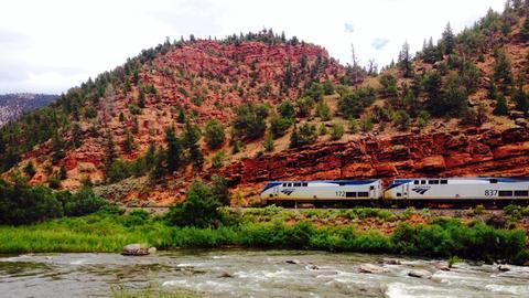 "Der ""California Zephyr"" in den Canyons von Colorado."