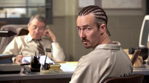 """Der Bewährungsbeamte Jack Mabry (Robert De Niro, li.) ahnt nicht, was """"Stone"""" Creeson (Edward Norton) im Schilde führt."""