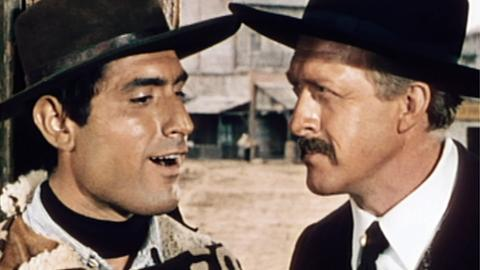 Frank (Raimondo Vianello, re.) schlägt seinem Neffen Bill (Lando Buzzanca) vor, sich als Bandit auszugeben.