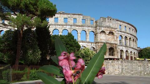 Blick auf das römische Amphitheater in Pula in Istrien.