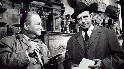 Konrad Georg (rechts) als Kommissar Werner Freytag und Willy Krüger als Kriminalhauptmeister Peters.