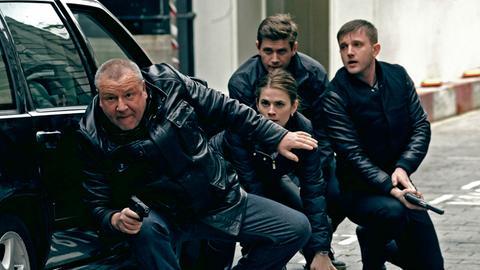 Jack Regan (Ray Winstone, li.) und sein Team arbeiten für eine berüchtigte Spezialeinheit von Scottland Yard. Nancy (Hayley Atwell), Simon Ellis (Allen Leech, 2. v. re.) und George Carter (Ben Draw).