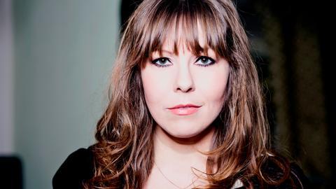 """Katie Freudenschuss - Comedienne, Musikerin und """"Sachensagerin""""."""