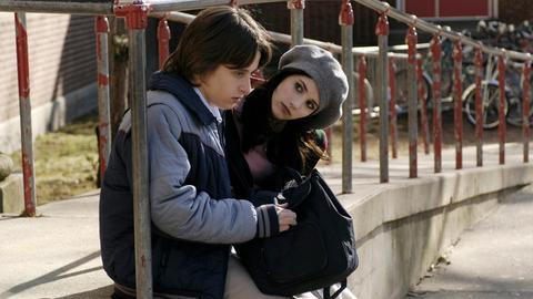 Der 15-jährige Scott Bartlett (Rory Culkin) ist unglücklich in die Nachbarstochter Adrianna (Emma Roberts) verliebt.