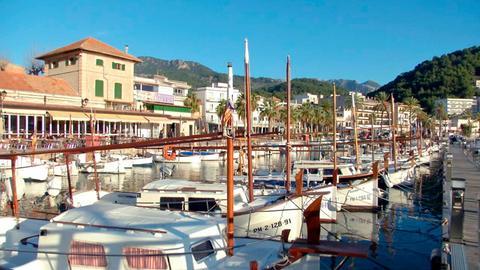 Blick auf den Hafen von Port de Sóller.