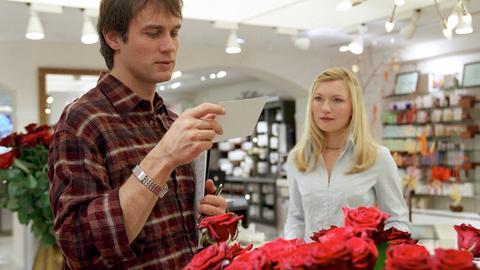Leonie (Johanna Christine Gehlen) und ihr Sohn Valentin (Jonas Lovis) ahnen noch nicht, dass sie ihren Traumprinzen gefunden haben.
