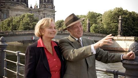 Mit Theo (Ernst Stankovski) erlebt Hilde (Ruth Maria Kubitschek) noch einmal einen zweiten Frühling.