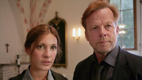 Kommissar Wallander (Krister Henriksson) und seine Kollegin Isabell (Nina Zanjani) ermitteln in einem Mädchenpensionat.