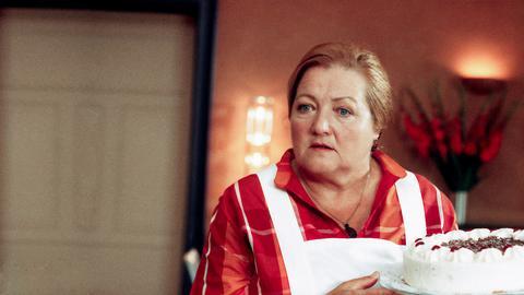 Marga (Marianne Sägebrecht) und ihr Ex-Chef Ohrmann (Gunter Berger) haben so manchen Strauß miteinander auszufechten.