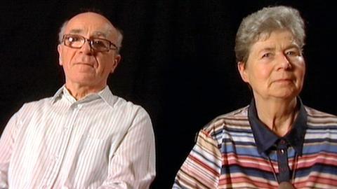Die Eltern von Filmautor Benedikt Fischer. Der Vater (78) ist dement und kann nicht mehr sprechen, die Mutter (72) halbseitig gelähmt und sitzt seit einer Hirnblutung vor sechs Jahren im Rollstuhl.