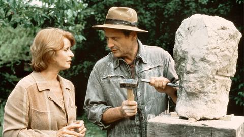 Die ambitionierte aber erfolglose Malerin Marie (Senta Berger) holt sich einen Rat von ihrem Bildhauer-Freund Gerd (Konstantin Wecker).