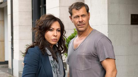 Sofie (Simone Thomalla) und Vincent (Sven Martinek) beobachten des Treiben ihres gemeinsamen Sohnes.