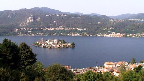 Blick auf den Ortasee im Piemont, westlich des Lago Maggiore.
