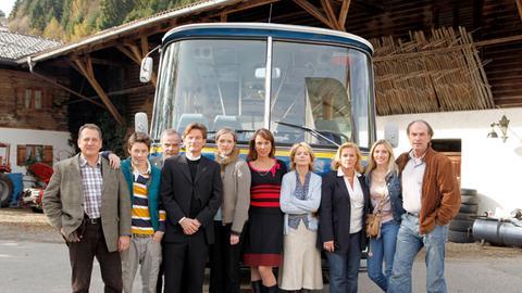 Pilgergruppe vor dem Reisebus