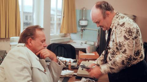 Siegfried Wischnewski (links) als Frank Kross und Georg Hartmann als Juan Albentosa.