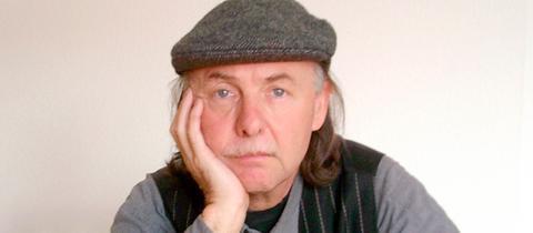 Der Mundartdichter und Liedermacher Rainer Weisbecker.