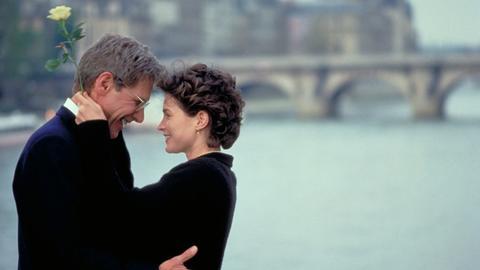 Linus Larrabee (Harrison Ford) hat sich in Sabrina (Julia Ormond) verliebt.