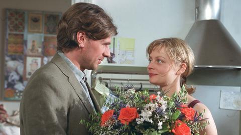 Die Innenarchitektin Kim Joosten (Susanna Simon) und ihr Mann Max (Daniel Morgenroth) feiern ihren 10. Hochzeitstag.