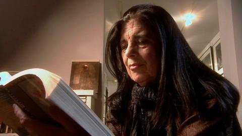 Susan Sontag 2003 in ihrer New Yorker Wohnung.