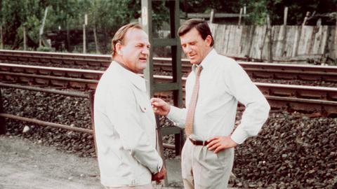 Siegfried Wischnewski (links) als Privatdetektiv Frank Kross und Hellmut Lange als Rechtsanwalt Dr. Simmet.
