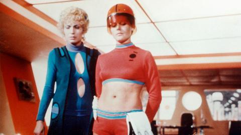 Ossrawa (Christiane Krüger, links) macht eine schreckliche Entdeckung.