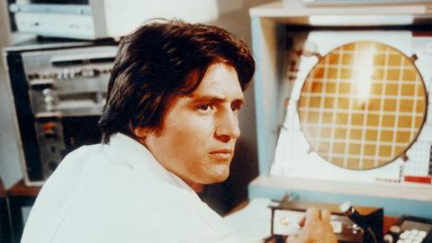 Der junge Wissenschaftler Richard (Christian Quadflieg) macht bei seinen Beobachtungen eine interessante Entdeckung.