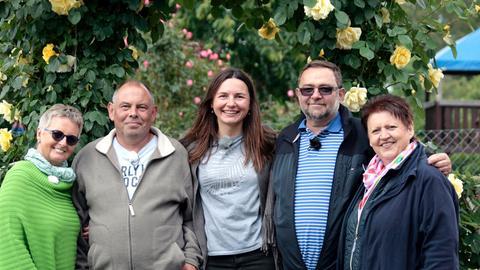 """Die Kandidaten des Wettbewerbs """"Hessens schönster Kleingarten 2019"""" (v.l.n.r.): Gabi Kallus, Peter Richter, Magdalena Griegal, Jaromir Kallus und Kornelia Richter."""