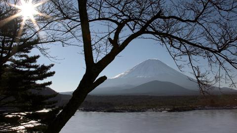 Der Fujijama ist der wohl berühmteste Vulkan Japans. Die japanischen Inseln zählen zu den Gebieten mit der höchsten vulkanischen Aktivität der Erde.