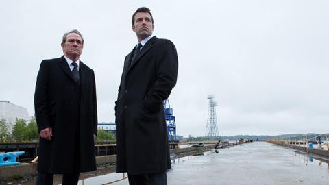 Die alten Kollegen Gene (Tommy Lee Jones, li.) und Bobby (Ben Affleck) wollen es nach ihrer Entlassung noch einmal wissen.