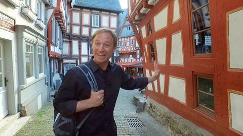 Tobias Kämmerer zu Fuß durch die Limburger Altstadt.