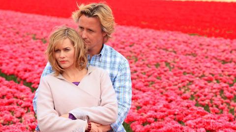 Annas (Gesine Cukrowski) Freund Ed (Daan Schuurmans) hat eine neue Tulpensorte gezüchtet.