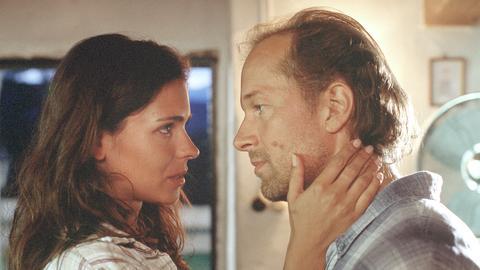 Steffi (Katja Woywood) und Paul (Jochen Horst) haben sich ernsthaft ineinander verliebt.