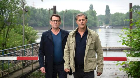 Die Lübecker Kommissare Finn Kiesewetter (Sven Martinek, r.) und Lars Englen (Ingo Naujoks, l.)