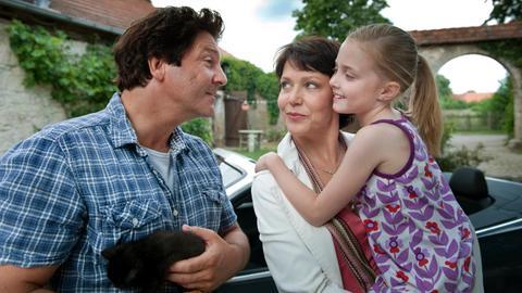 Simon (Francis Fulton Smith), Carla (Janina Hartwig, Mitte), Ronja (Lucy Ella von Scheele)